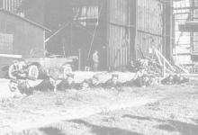 Pauze voor de poort van de hal van Gontrode,1915.