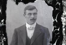 Portret van man in feestkledij bestaande uit kostuum, wit hemd en vlinderdas, gemodelleerde snor en golvend naar achter gekamd haar , Melle, 1910-1920