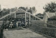 Poseren bij de serre en rietmatten bloemisterij Wulteputte, Lochristi, 1940