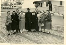 Pater Alfons Mabilde voor vertrek naar Belgisch-Congo, Antwerpen, 1954