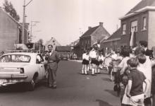 Burgemeester Otte spreekt de bevolking toe, Sint- Lievens- Houtem, 1959