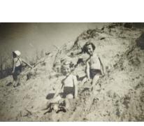 Vakantie aan zee met gemeenteraadslid Rita Moeraert, Blankenberge, 1957
