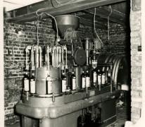 Flessenvulmachine, stokerij Van Damme, Balegem, ca. 1987