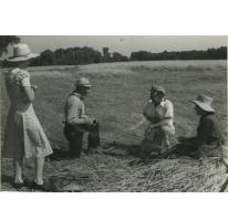 """Bliki Césaer, Marguerite Van Hecke, Christine Lampaert en André Van Hecke, opname film """"Ouden Balegemsen"""" (van Roger Van Brakel), 1978"""