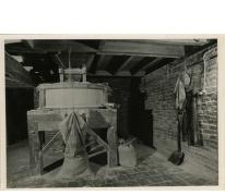 Graanzolder en graanmolen, stokerij Van Damme, Balegem, ca. 1981