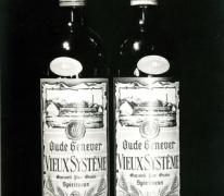 Twee flessen oude jenever Van Damme, stokerij Van Damme, Balegem, 1978