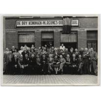 Groepsfoto duivenmaatschappij 'De Vlaamsche Leeuw', Merelbeke
