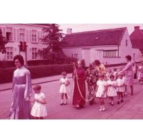 Kinderen in processie, Moortsele, jaren '60