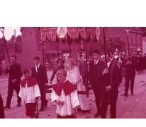 Priester in processie, Moortsele, jaren 1960