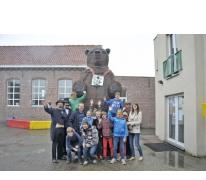 Klasfoto met berenreus Maarten op Sint-Jozefsschool, Sint-Lievens-Houtem, 2013