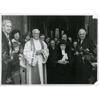Inhuldiging priester Neels aan gemeentehuis, Munte, 1971 | Erfgoedbank ...: erfgoedbanklandvanrode.be/inhuldiging-priester-neels-aan...