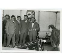 Handelbeurs. Op bezoek bij stand Wilfried Watte, 1969.
