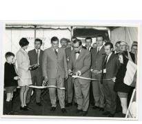 Handelsbeurs. Burgemeester Otte en N.C.M.V. Voorzitter Michel Lefevre knippen het lint door, 1969.