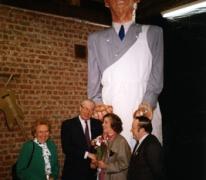 Inhuldiging van reus Mondje Wollaert door burgemeester Jean Pede, Merelbeke, 1989