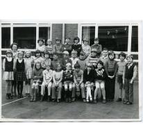 Klasfoto van het 3de leerjaar in het Paus Johannescollege, Merelbeke, 1973-1974