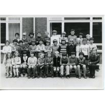 Klasfoto van het 4de leerjaar bij meester Delaruelle in het Paus Johannescollege, Merelbeke, 1974-1975