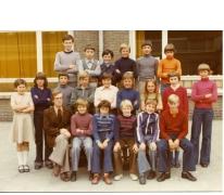 Klasfoto van het 6de leerjaar bij meester Delaruelle in het Paus Johannescollege, Merelbeke, 1976-1977