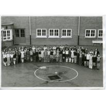 Groepsfoto van leerlingen in het Paus Johannescollege, Merelbeke, 1975-1980