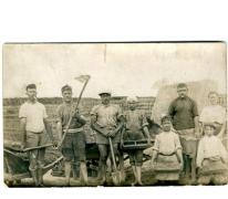 Merelbekenaren aan het werk in een steenbakkerij, Evere, 1920-1925