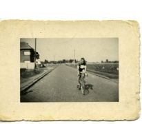 Valère Moerman op zijn koersfiets, Merelbeke, 1946-1948