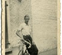 Valère Moerman met zijn koersfiets, Merelbeke, 1946-1948
