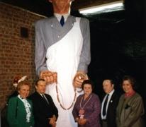 Doop van de reus Mondje Wollaert tijdens het 23ste carnaval, Molenhoek, Merelbeke, 1989