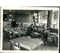 Klasfoto van de kleuterklas in de gemeenteschool, Merelbeke, 1964