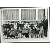 Klasfoto van het eerste leerjaar in het Paus Johannescollege, Merelbeke, 1966