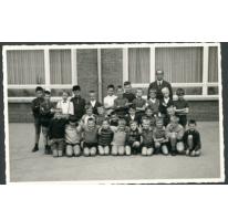 Klasfoto van het tweede leerjaar in het Paus Johannescollege, Merelbeke, 1967