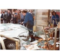 Bakker De Paepe meet schade op na auto-ongeval, Merelbeke, 1982.