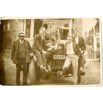 Merelbekenaren aan een automobiel, Merelbeke, 1923-1924