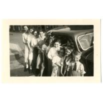 Familie Vander Heyden aan de Citroën van Arthur De Meyer, Gentbrugge, 1950