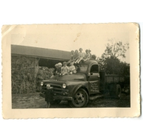 Kinderen op een vrachtwagen, Balegem, 1957