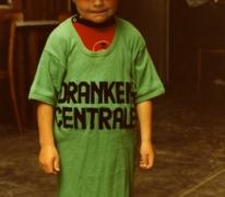 Schepen Jo Vermeulen als 5-jarige tijdens de vakantie in zijn ouderlijk huis in Sint-Lievens-Houtem, 1982