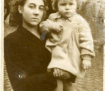 Christiane De Landsheer met moeder op kermis, Sint-Lievens-Houtem, 1948