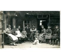 Familiefoto op den Dries, Sint-Lievens-Houtem, 1924