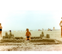 Schepen Jo Vermeulen als 7-jarige op vakantie aan de Belgische kust, Knokke-Heist, 1984