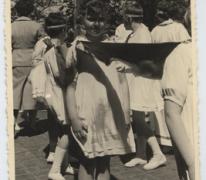 Anny Van Beneden in de Livinusstoet, Sint-Lievens-Houtem, 1957