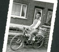 Marc Moerman op zijn fiets, Merelbeke, 1966