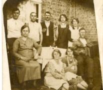 Na de koffie op den Dries, Sint-Lievens-Houtem, jaren 1930