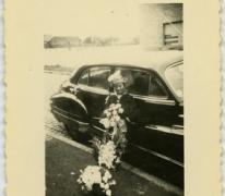 Bij de auto op het huwelijk, Veurne, 1950-1960