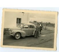 Bij de auto na de plechtigheid, 1940-1950