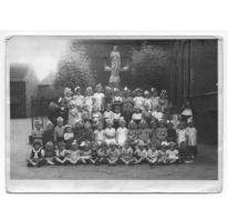 """Klasfoto eerste kleuterklasje """"Bij de nonnekens"""", Balegem, 1944"""