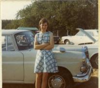 In zomerse tenue aan de wagen, Vlierzele, 1970-1980