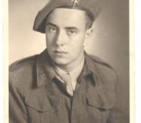 Portret van Albert De Block als soldaat, Siegen, 1947