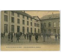 Speelplaats van de middelbare afdeling (Le Diabolo) College Melle