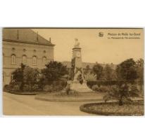 Monument bij de ingang van het College te Melle