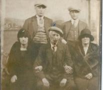 Familiefoto op de kermis, Sint-Lievens-Houtem, 1930