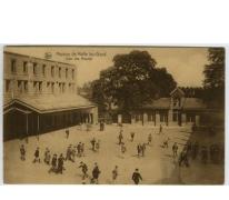 Speelplaats van de middelbare afdeling in het college te Melle