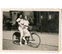 Op de fiets tijdens de Gentse Feesten, Gent, 1935